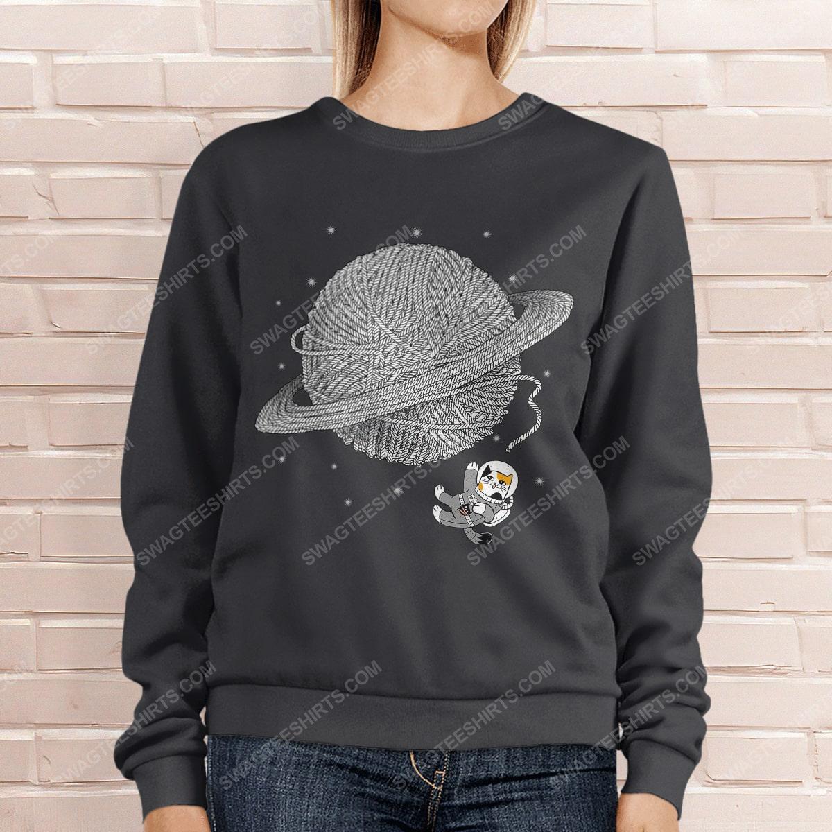Astronaut and cat lover sweatshirt 1(1)