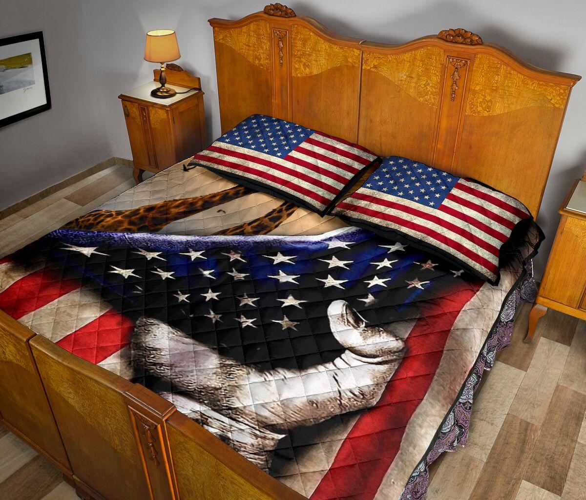 giraffe in american flag full over print quilt 5