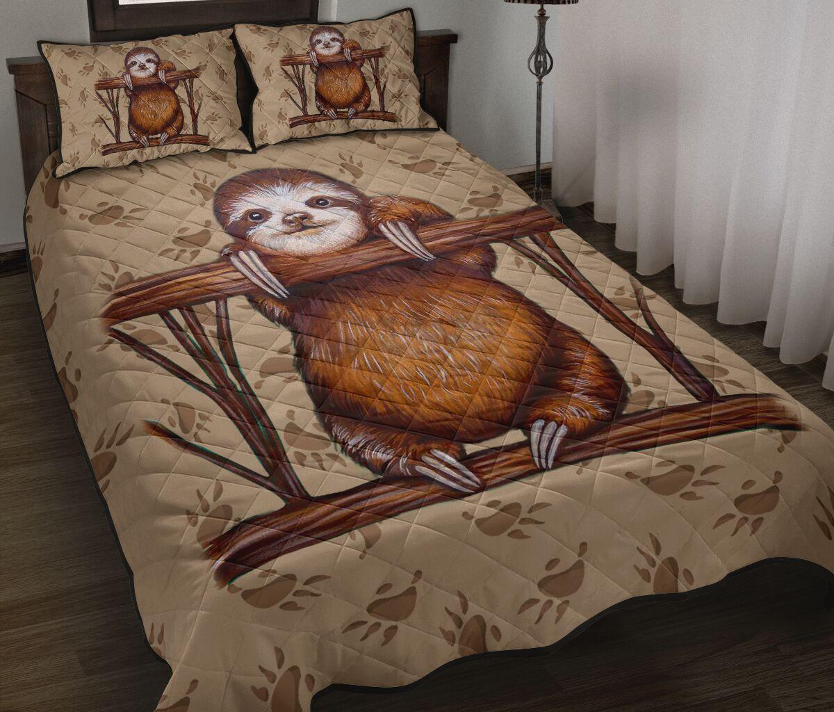 vintage sloth full over print quilt 2
